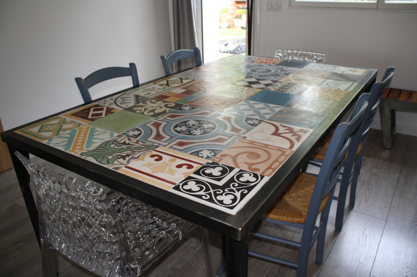 Table mosaïque carreaux de ciment
